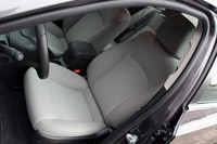 2011 Chevrolet Cruze 1LT front seats