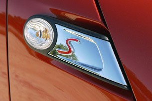 2011 Mini Cooper emblem
