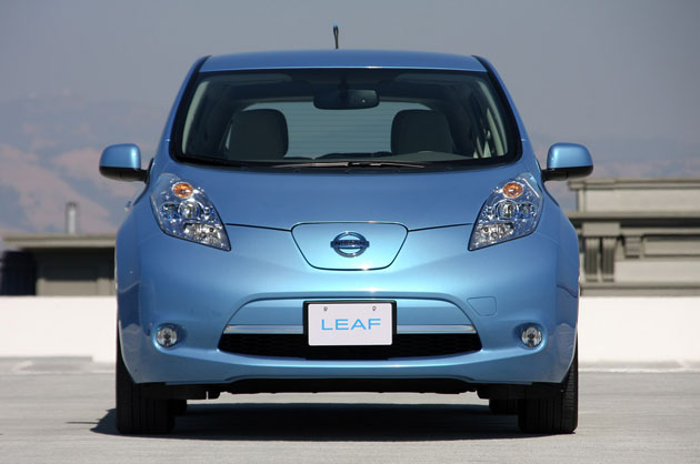 2011 nissan leaf pros and cons of living with an electric car. Black Bedroom Furniture Sets. Home Design Ideas