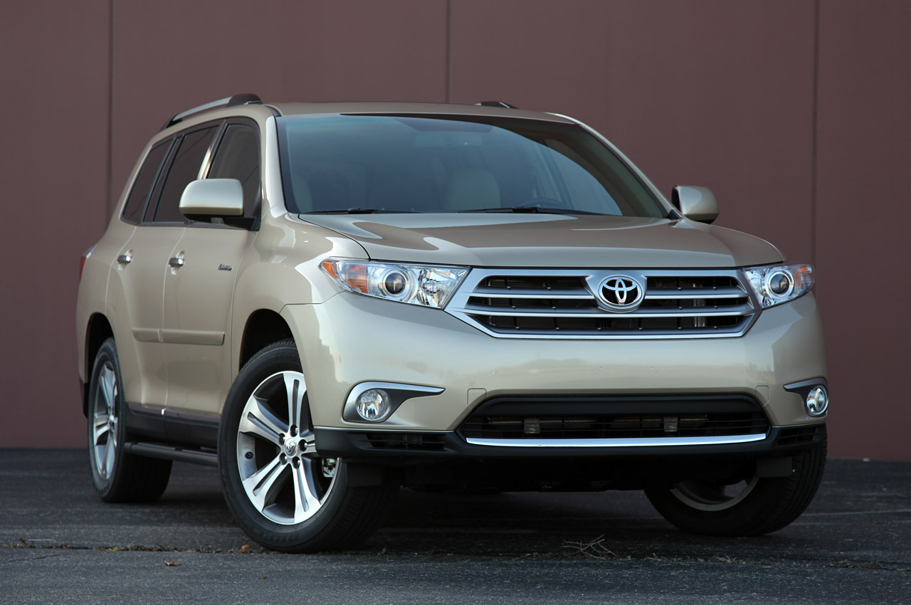 2011 toyota highlander review photo gallery autoblog. Black Bedroom Furniture Sets. Home Design Ideas