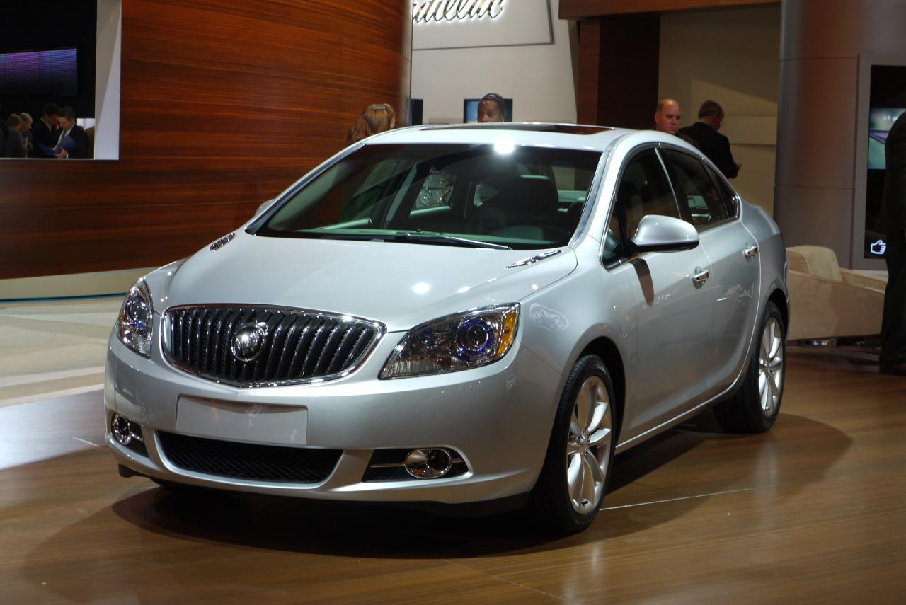 2012 buick verano detroit 2011 photo gallery autoblog. Black Bedroom Furniture Sets. Home Design Ideas