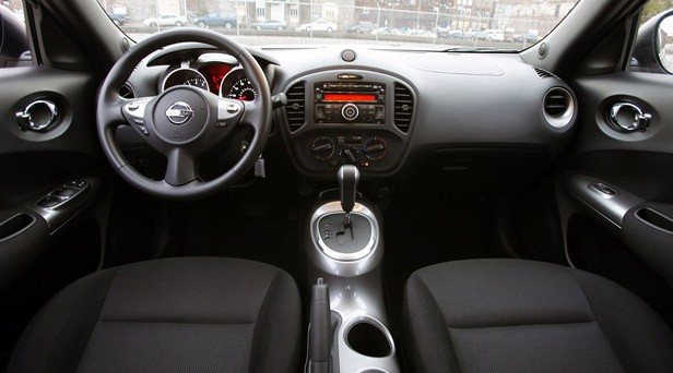 2011 Nissan Juke interior