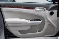 2011 Chrysler 300 door
