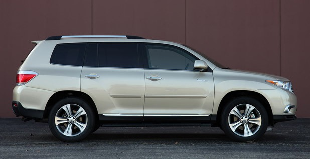 2011 Toyota Highlander side view