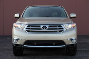 2011 Toyota Highlander front view