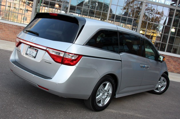 2011 Honda Odyssey rear 3/4 view