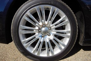 2011 Chrysler 300 wheel