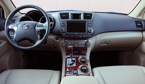 review 2011 toyota highlander autoblog. Black Bedroom Furniture Sets. Home Design Ideas