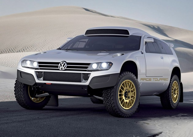 web630 db2011au00076large Volkswagen hits Qatar with a pair of special Touaregs