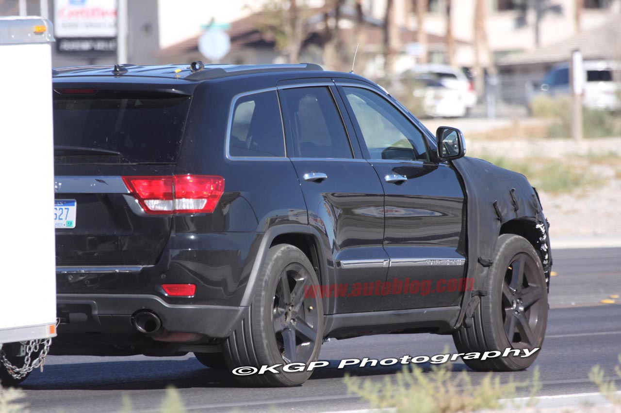 Spy Shots Jeep Grand Cherokee SRT8  Carzone News