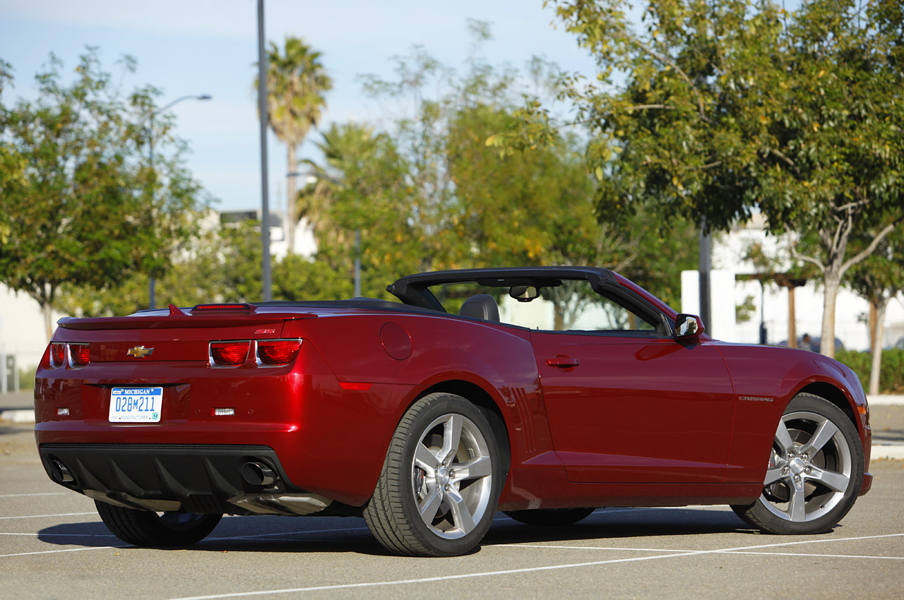 2011 chevrolet camaro convertible first drive photo gallery autoblog. Black Bedroom Furniture Sets. Home Design Ideas