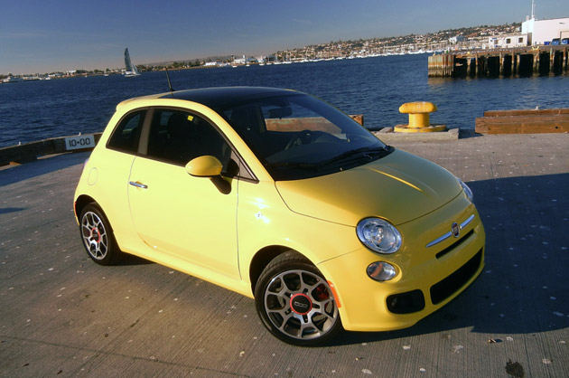 2012 Fiat 500 front 3/4 view