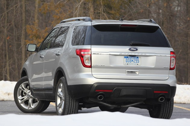 2011 Ford Explorer Limited rear 3/4 view