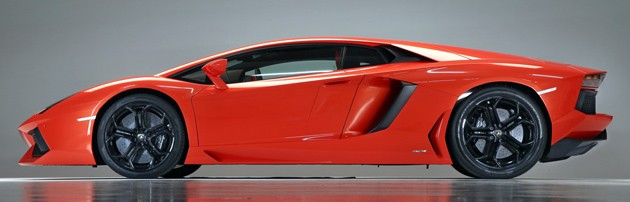 Lamborghini Aventador LP700-4 profile side view