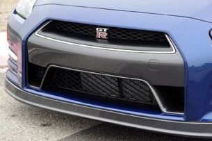 2012 Nissan GT-R grille