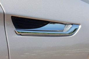 2012 BMW 6-Series Convertible side vent