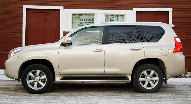 2011 Lexus GX 460 side view