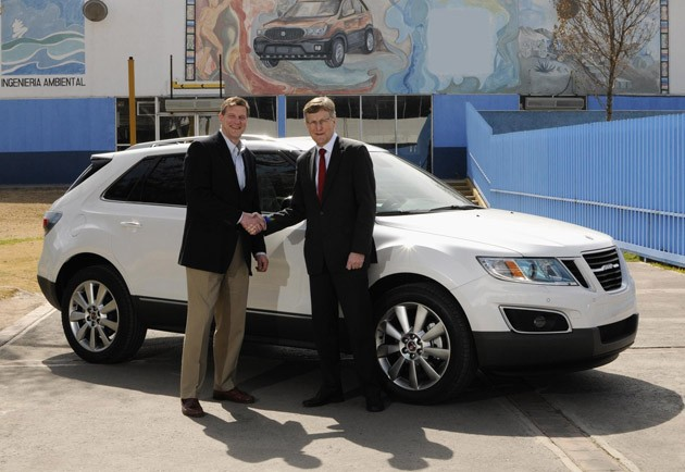 GM's Raymond J Chess and Saab CEO Jan ÅkeJonsson with the first Saab 9-4X