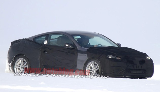 Hyundai Genesis Coupe spy shots