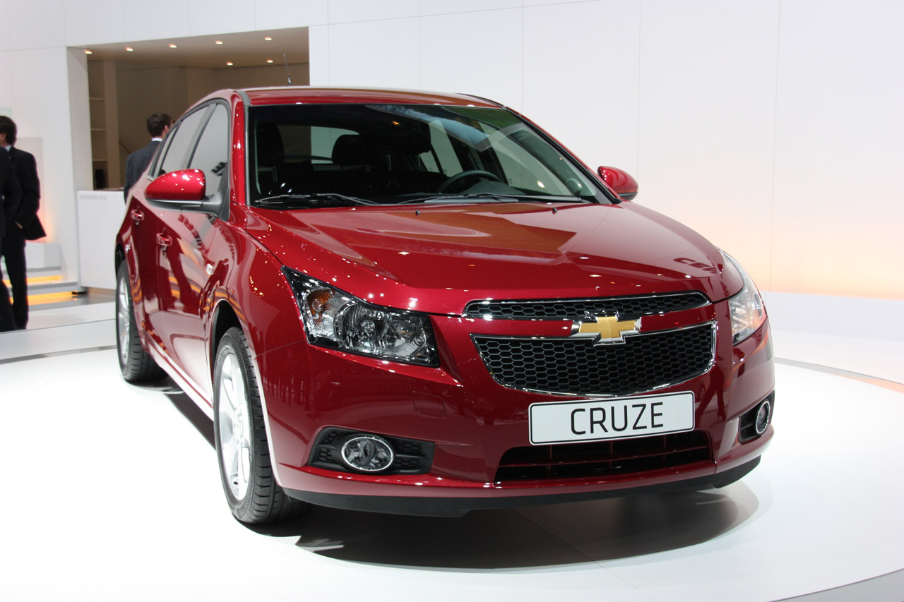 2012 chevrolet cruze hatchback geneva 2011 photo gallery autoblog. Black Bedroom Furniture Sets. Home Design Ideas