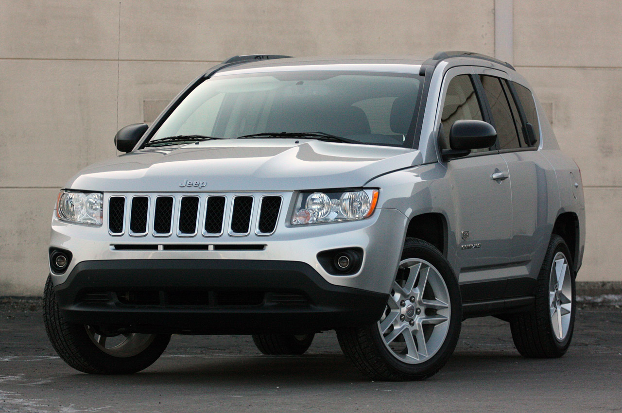 chrysler recalling 630k jeep models worldwide autoblog. Black Bedroom Furniture Sets. Home Design Ideas