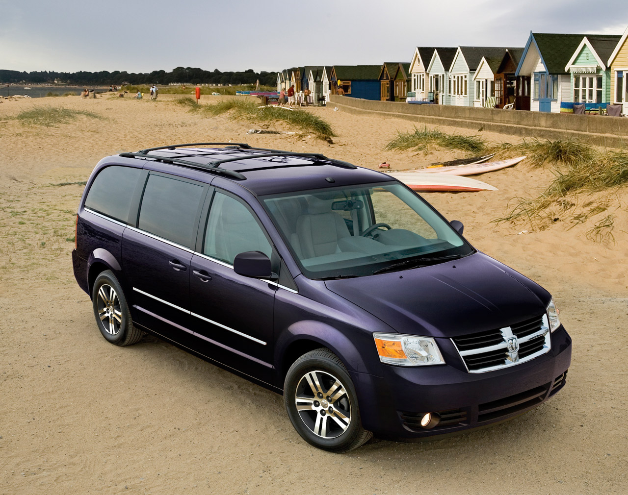chrysler recalling 700k minivans and dodge journey for. Black Bedroom Furniture Sets. Home Design Ideas