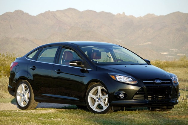 2012 Ford Focus Titanium sedan front three-quarter