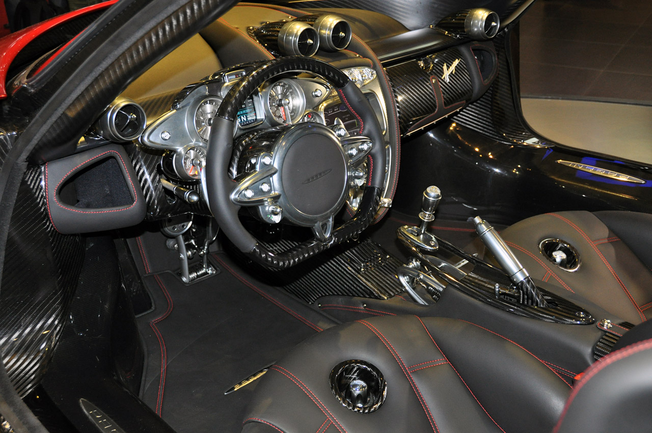 apex automotive view topic leakage pagani huayra. Black Bedroom Furniture Sets. Home Design Ideas
