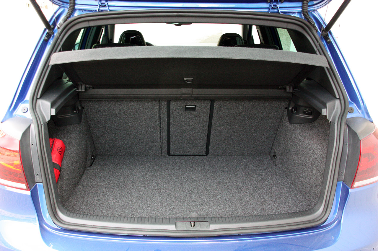 Do you have 4 bag hooks in the Golf trunk? - TDIClub Forums