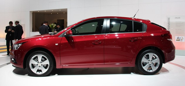 2012 Chevrolet Cruze hatchback geneva reveal