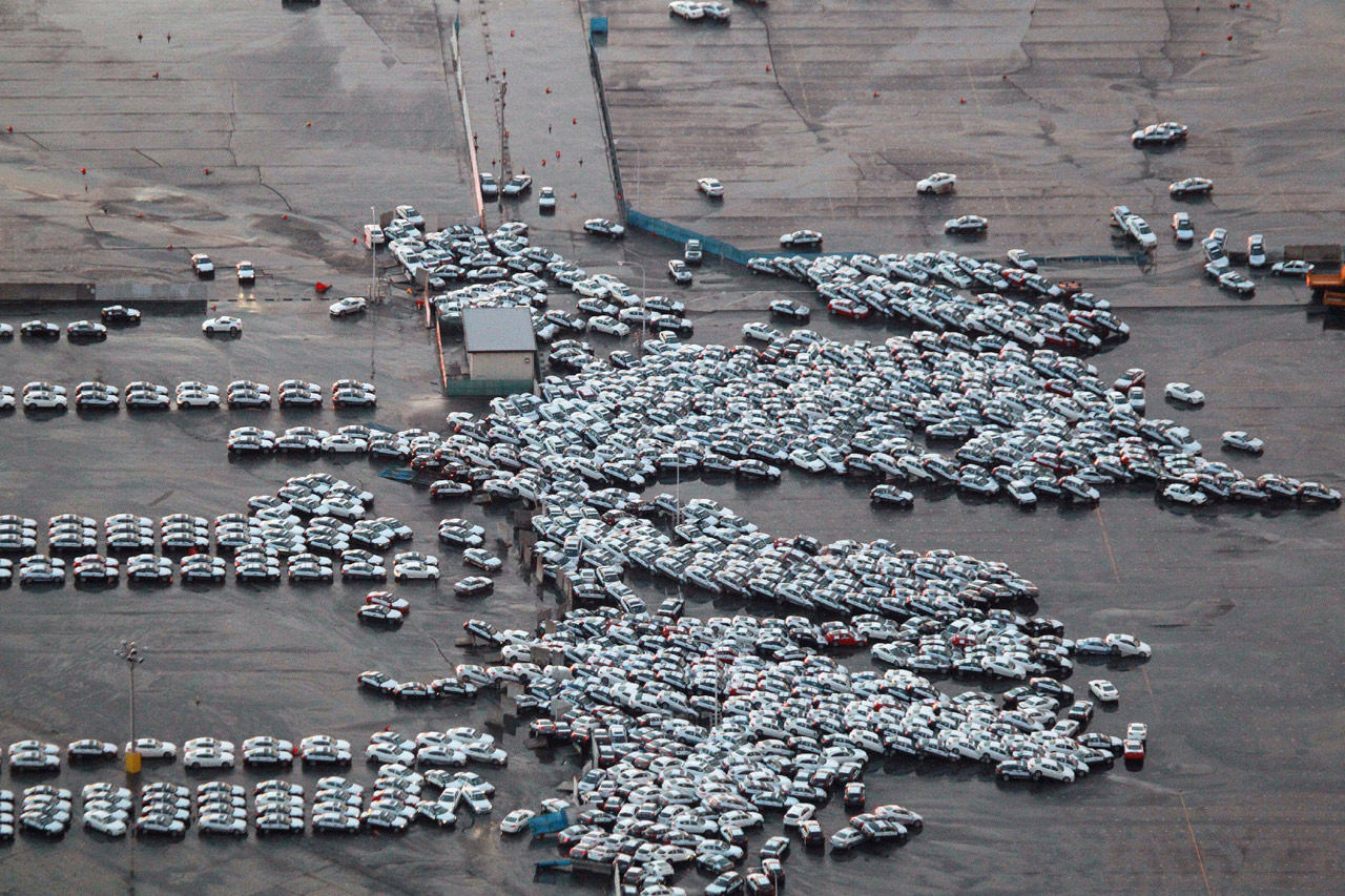 http://www.blogcdn.com/www.autoblog.com/media/2011/03/japan-earthquake-vehicle-shipping-yard.jpg