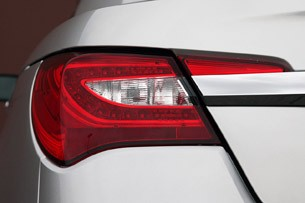 2011 Chrysler 200 Convertible taillight