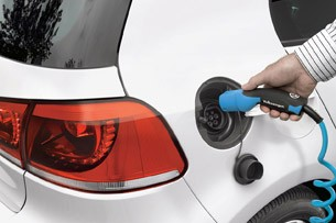 2014 Volkswagen Golf Blue-e-motion charging port