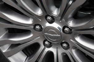 2011 Chrysler 200 Convertible wheel detail