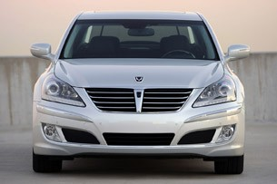 2011 Hyundai Equus Ultimate front view