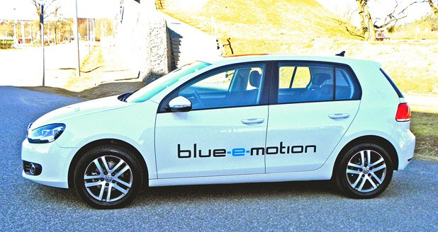 2014 Volkswagen Golf Blue-e-motion side view