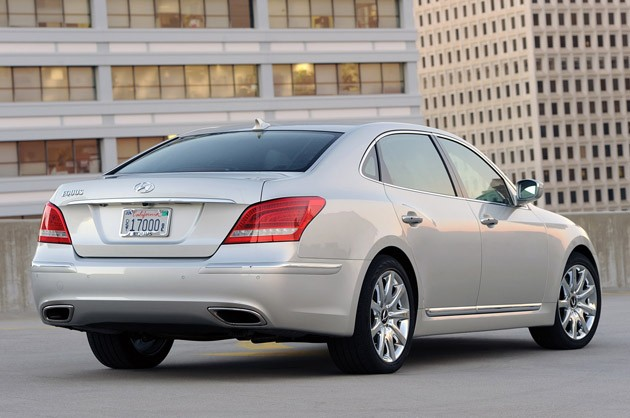 2011 Hyundai Equus Ultimate rear 3/4 view
