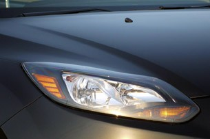 2012 Ford Focus Titanium headlight