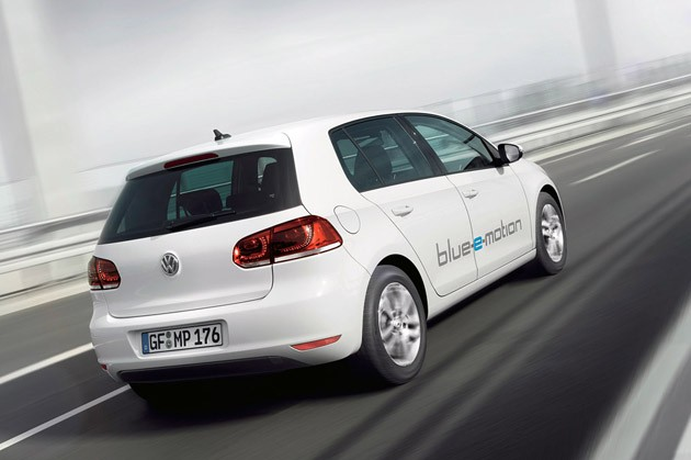 2014 Volkswagen Golf Blue-e-motion driving