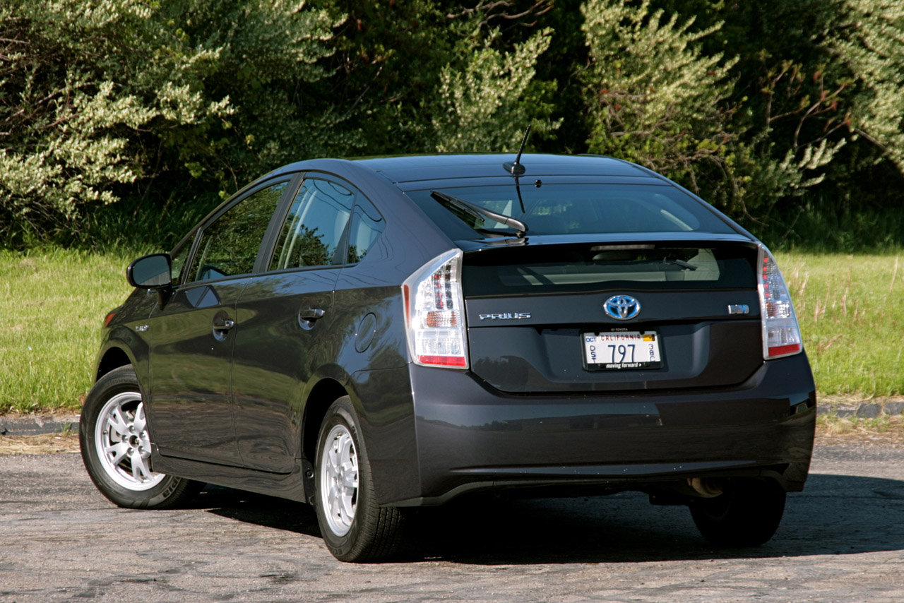 review 2010 toyota prius photo gallery autoblog. Black Bedroom Furniture Sets. Home Design Ideas