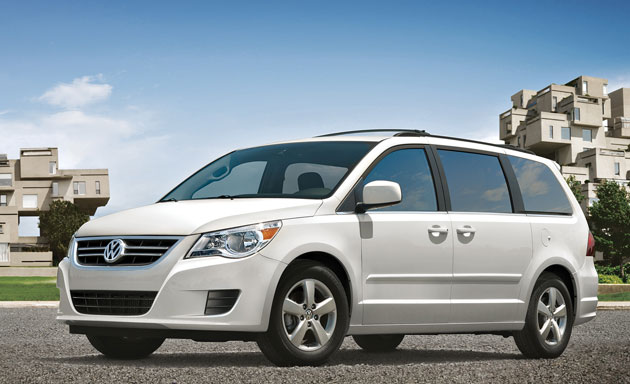 2010 Volkswagen Routan - front three-quarter view, white