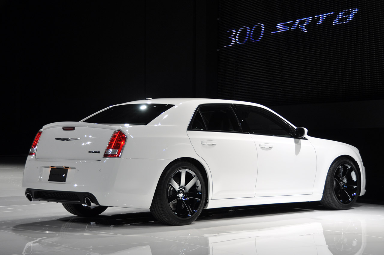 2011 Chrysler 300 SRT8 - Dark-Cars Wallpapers