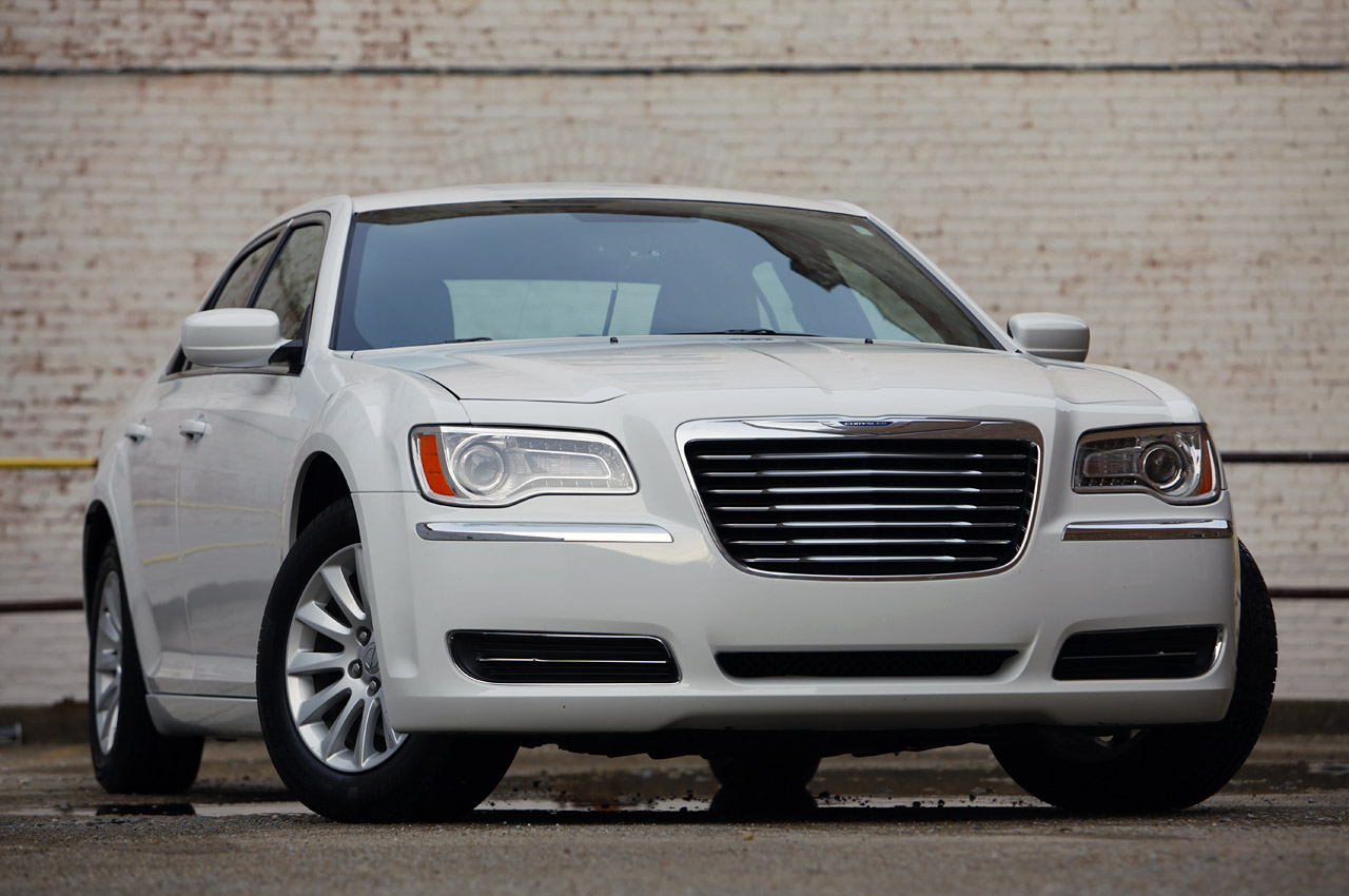 2011 chrysler 300 review photo gallery autoblog. Black Bedroom Furniture Sets. Home Design Ideas