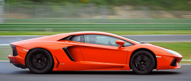 2012 Lamborghini Aventador LP700-4 profile