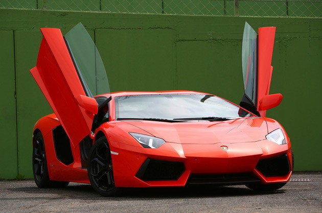 2012 Lamborghini Aventador LP700-4 scissor doors