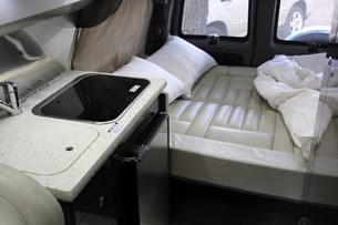 2011 Airstream Avenue bed
