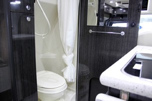 2011 Airstream Avenue bathroom