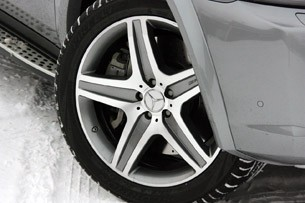 2011 Mercedes-Benz ML63 AMG wheel