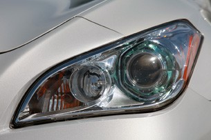 2012 Infiniti M35h headlight