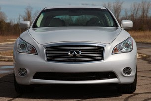 2012 Infiniti M35h front view